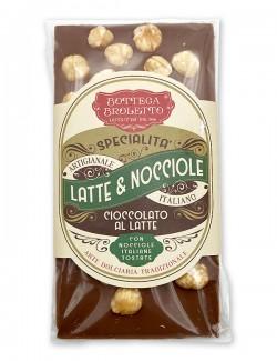 Tavoletta di cioccolato al latte con nocciole